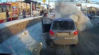Курьезные случаи на дорогах  Смотреть видео приколы на дорогах