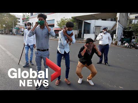 कोरोनावायरस का प्रकोप: भारतीय पुलिस हिंसा, धक्का-मुक्की के साथ लॉकडाउन अपराधियों को सजा देती है