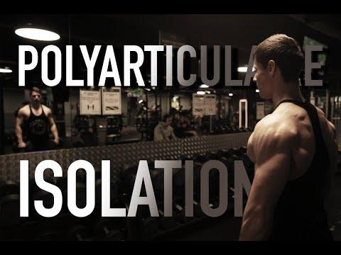 Le programme des entraînements intenses sur tous les groupes des muscles