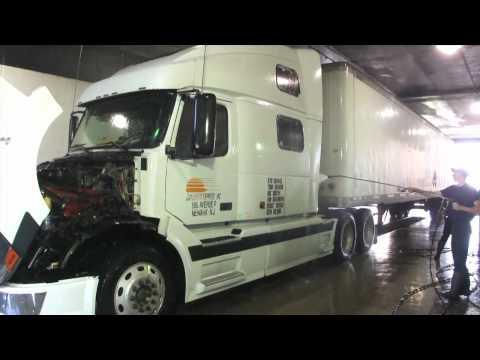 Volvo VN 780 at Truck Wash 18 wheels - Lava rápido de caminhão