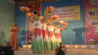 preview picture of video 'Múa những bông hoa trong vườn bác'
