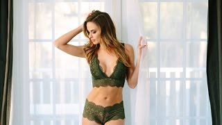 """Get To Know The """"50-Foot Cheerleader"""" Jena Sims"""