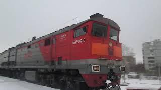 Тепловоз 2ТЭ10М-2546 (А) / 2ТЭ10М-2469 (А) с приветливой бригадой прибывает в Архангельск