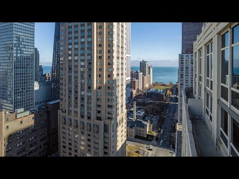 A spacious 3-bedroom River North penthouse at The Chicagoan