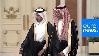 شاهد: اسقبال ومصافحة الملك سلمان رئيس الوزراء القطري