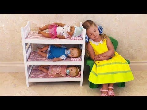 Diana es la mamá de las muñecas bebe