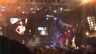 """Kelly Rowland - trechos de """"Can't Nobody"""" no Sumfest 2003."""