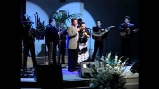 VERONICA Y MIGUEL LEAL Sr. QUIERO FLORECER (con mariachi)