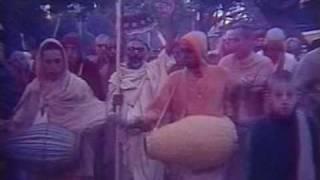 Srila Gurudeva Kirtan – Vrndavan 1977