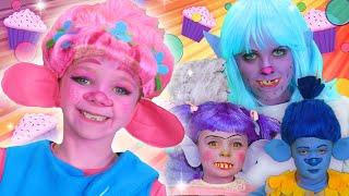 The Trolls Face Paint Song! | WigglePop