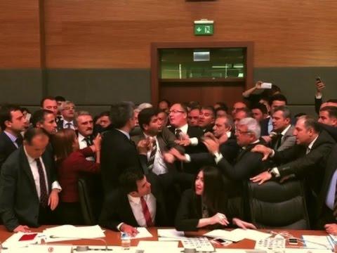 Oposisi Kritik Erdogan, Anggota Parlemen Turki Saling Adu Jotos