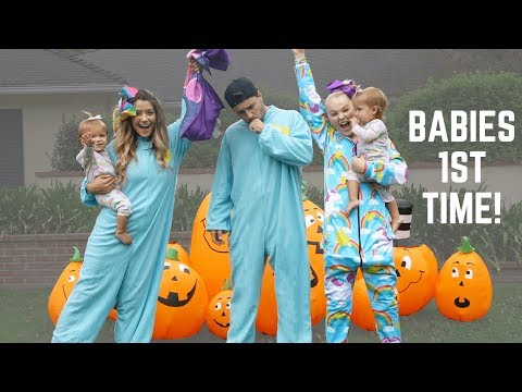 JOJO SIWA TEACHES TWIN BABIES TRICK OR TREATING