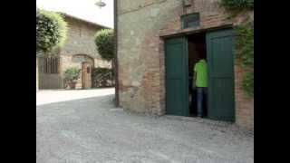 preview picture of video 'Poggio Salvi, Toscana - I Grandi Vini tour'