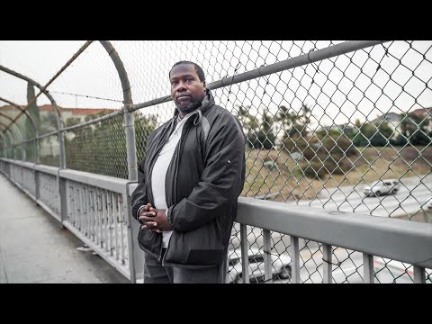 Homeless Man Produces Podcast with his Cellphone in Los Angeles