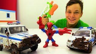Фёдор и Человек Паук отмывают Полицейские машинки на автомойке.