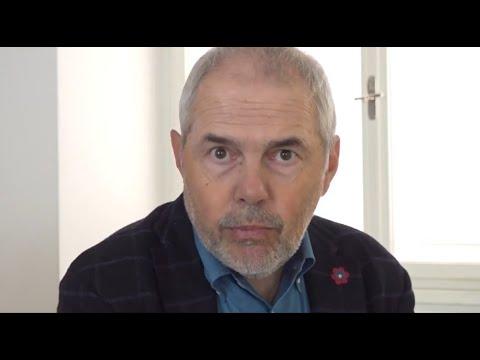 Přehrát video: Číst Havla | Sešívaný deník Václava Havla: Marek Eben čte ukázku z První zprávy o domácím vězení