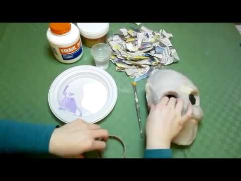 Mancanza di ferro di cerchi di organismo sotto occhi