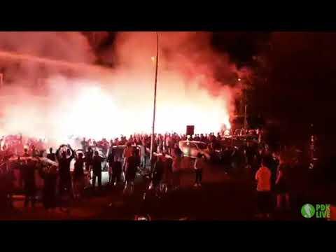 Kibice Stali Mielec witają piłkarzy po awansie do Ekstraklasy [WIDEO]