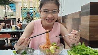 Quán hủ tiếu giá không hề rẻ, người Sài Gòn vẫn rủ nhau đến ăn - Street Food | Kholo.pk