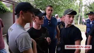 """Видео """"Новости-N"""": Замначальника ГУНП заискивает перед радикалами"""