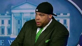 Tyrus demonstrates how to handle White House press briefing