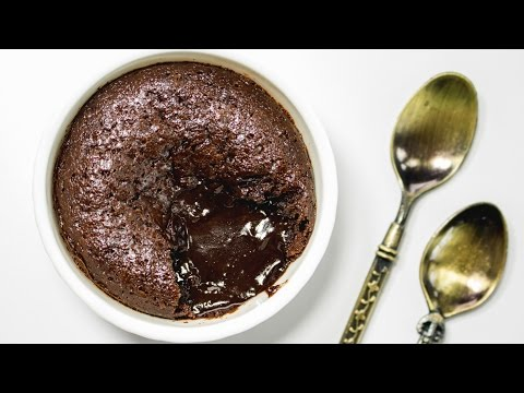 Video Lava Cake in Cooker Recipe | Pressure Cooker Chocolate Lava Cake | Eggless Baking Without Oven