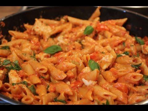One Pot Pasta Rezept - Hähnchenbrust Tomatensahnesoße - Kochnoob