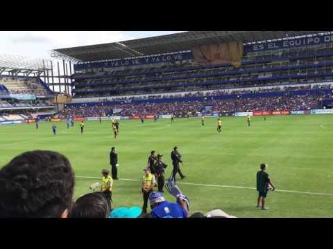 """""""Salida de los equipos e inicio del partido Emelec 3 Fuerza amarilla 1"""" Barra: Boca del Pozo • Club: Emelec"""