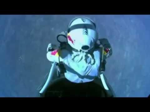 لحظة قفز وسقوط فيليكس باومغارتنر
