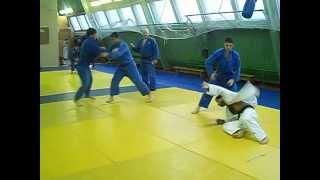 Тренировка по дзюдо: отработка бросков