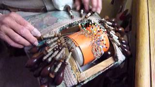preview picture of video 'Dentellière du Puy-en-Velay au travail'