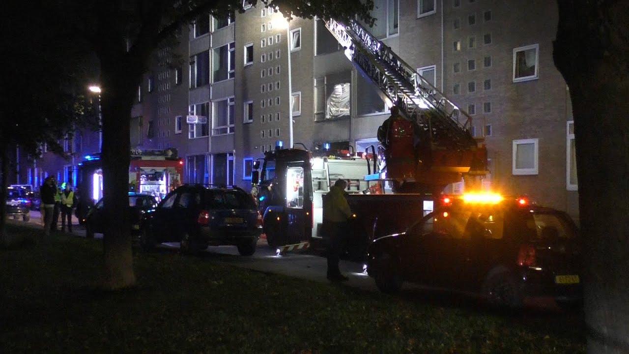 Grote brand verwoest meerdere appartementen aan de Hogebanweg in Schiedam