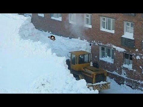 Жуткие снегопады в Норильске. Город засыпает заживо