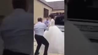 رجل كبير في السن يتزوج بنت صغيرة غصب عنها شاهدوا!!