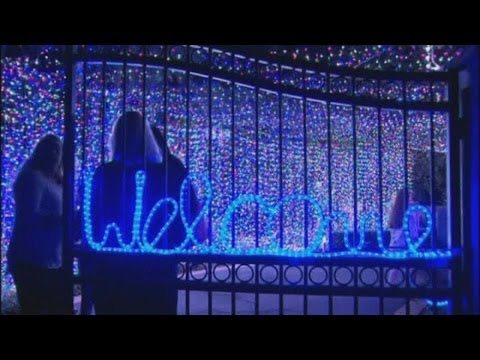This 502,165 Christmas Light Display Is In Someone's Canberra Home
