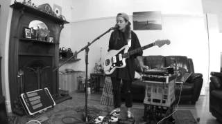 TASH SULTANA   JUNGLE (LIVE BEDROOM RECORDING)