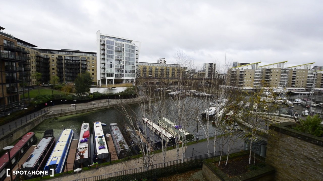 Large 2-bedroom flat with balcony to rent in Limehouse