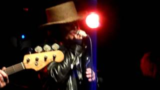 ADAM ANT MARBLE FACTORY - TABLETALK (Guitarist mess up at end?)