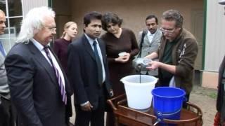 Инженер тестирует воду после фильтра В.И. Петрика