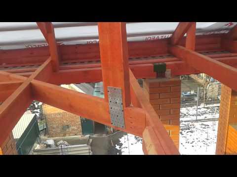 Стропильная система вальмовой крыши, обеспечение жесткости конструкции с большой длиной балок
