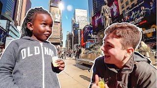 给全球外国人第一次吃旺旺饼干!