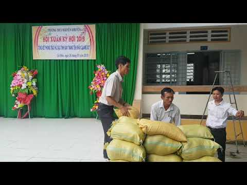 THCS Nguyễn Khuyến - HS Nhận gạo trong Hội xuân 2019