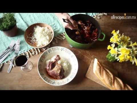Pollo al vino tinto estilo francés