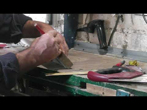Как от торцевать делянку под 90 градусов с помощью ножовки