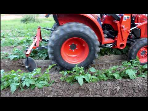 , title : 'Laying Potatoes By with Disk Hiller ~~ Kubota L2501