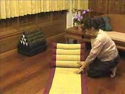 Thai Pillow Demonstration