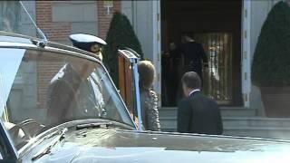 preview picture of video 'SS.MM. los Reyes ofrecen un almuerzo en el Palacio de la Zarzuela al presidente de Colombia'