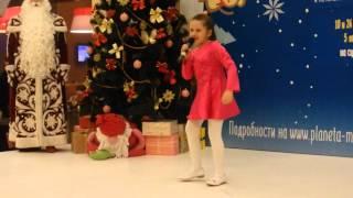 """Вохминцева Аня. 7 лет. ДЭЦ """"Папины дети"""". В. Цветков. Канатоходка."""