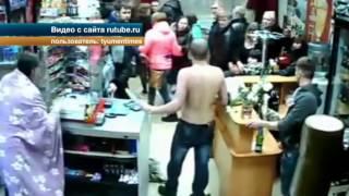 В Екатеринбурге полуголый мужчина решил остановить драку