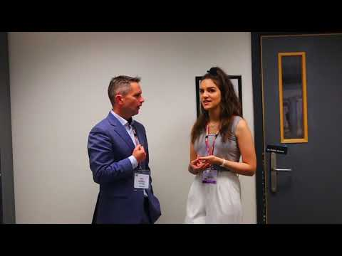 Nikki Nabavi interviews Dr Derek Tracy: Social media